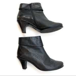 Sofft | Black Leather Ankle Booties 8.5 M